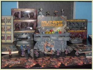 una serie di scatole di mutant chronicles gioco di carte collezionabili