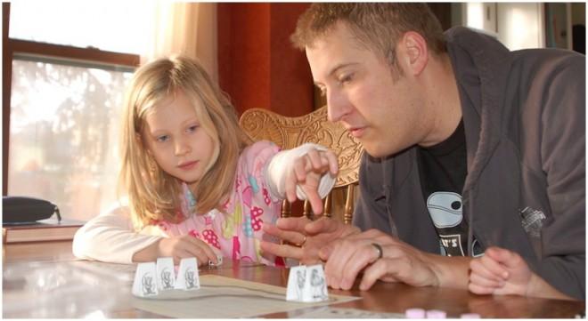 sfondo educativo giocare miniature bambini